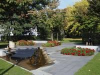 Schlosspark mit Brunnen